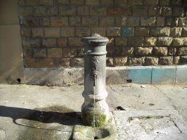 Exemplo de uma das várias torneiras de água potável espalhadas por Roma. A água é corrente e confiável para o uso. Em Roma, os moradores e os turistas não passam sede! Foto: divulgação.