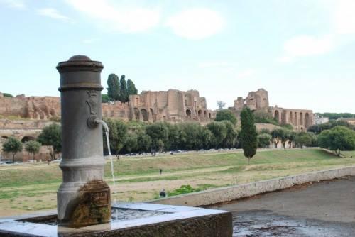 Torneira com água potável próxima ao Circo Massimo.Foto: divulgação.