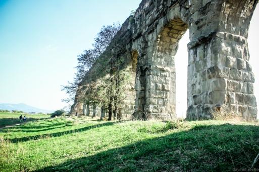 O esplendor das ruínas do Aqueduto Cláudio e de suas arcadas, com quase 30 metros de altura. Foto: © dayana mello