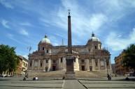 Piazza Esquilino, por trás da grande Basílica de Santa Maria Maggiore, e seu obelisco. Foto: divulgação.