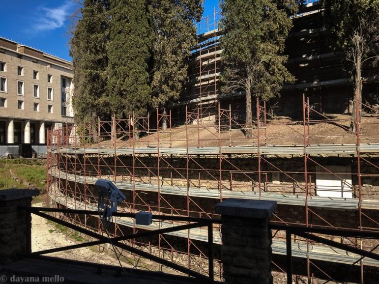 Milhares de andaimes ainda estão sendo colocados na estrutura. foto: ©dayana mello