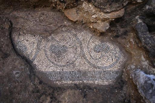 Detalhe dos desenhos feitos com mosaicos. Foto: La Repubblica