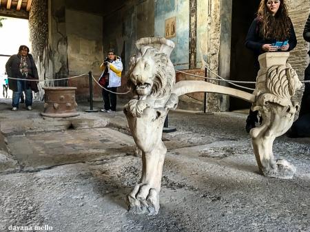 Ainda é possível admirar os antigos móveis de Pompeia. Foto: ©dayana mello