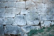 Técnica Poligonal e detalhe de encaixe das pedras, em Alatri. Foto:©Dayana Mello