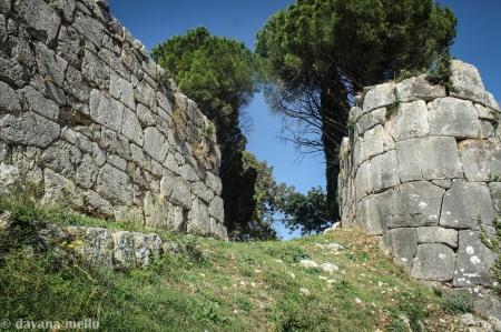 Porta Maior, antiga Norba. Foto: ©Dayana Mello